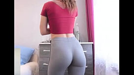 College Babe With Skin-Tight Yoga Pants Showing Off Bubble Butt In DORM
