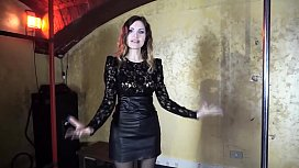 Mistress Diva del Tubo breaks the balls of her dog slave kicking him without mercy