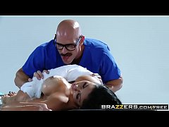 Brazzers - Dirty Masseur - Audrey Bitoni Johnny Sins - Time For Your Spongebath