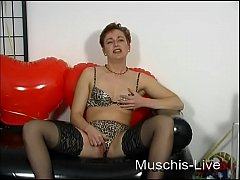 Housewife masturbate for you 02