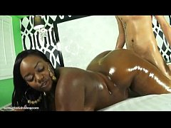 Plump Black Babe Ms Cakes Shakes Her Huge Ebony...