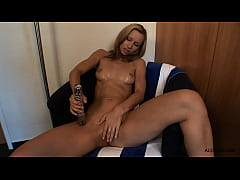 Susana Spears enjoys playing with vibrator