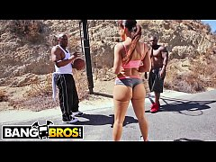 BANGBROS - Big Booty MILF Lisa Ann Gets DP From...