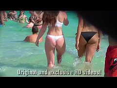 Must see teen PAWG in a thong bikini on the bea...