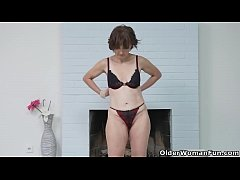 Euro milf Alice Sharp fingers and slaps her old...