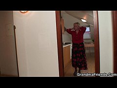 Two repairmen fuck busty grandma from both ends