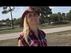 Drilling blonde country babe on backseat