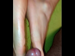 Fuck me with your sexy toes
