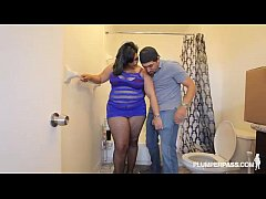 Sexy Plump Latina Bangs the Hunky Plumber