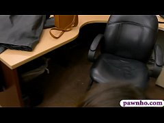 Sweet babe gets screwed by pawn keeper at the p...