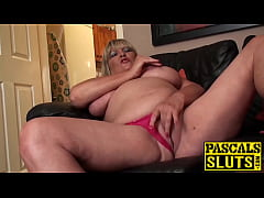 Chubby mature lady rubbing her shaved pussy ecs...