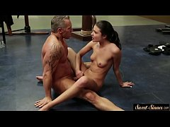 Cockriding stepdaughter fucked by stepdad