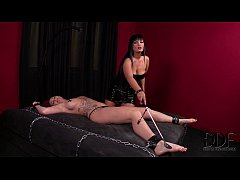 Kinky Mistress Black Punishes Slavegirl Paige's Snatch & Ass