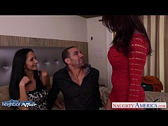 Hot neighbors Ava Addams and Raylene lick twats...