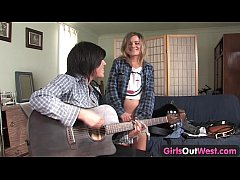 Girls Out West - Cute lesbian musicians with sh...
