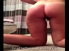 She opens her buttocks, and lubricates her ass with pussy fluids. Insta: beauty viral oficial