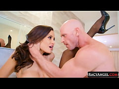 Big Stacked MILF Lisa Ann Into Hot Pussy 2 Mouth Pounding with Johnny Sins