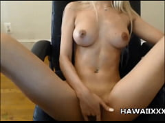 Hot Hawaiian Babe Squirts on Cam