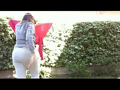 After a long training, Italiana spreads her clothes in her private park and delights you with her big farts