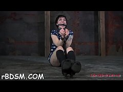 Clamped playgirl gets her fuck holes pounded wi...