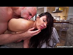 Busty Sophia gets wildly fucked on Big Tits Rou...