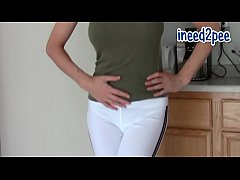 Candle pees her pants & skintight jeans