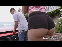 Oiled and fucked booty helps on broken down car
