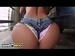BANGBROS - MILF With Big Ass Gets Fucked In The Airport Parking Lot